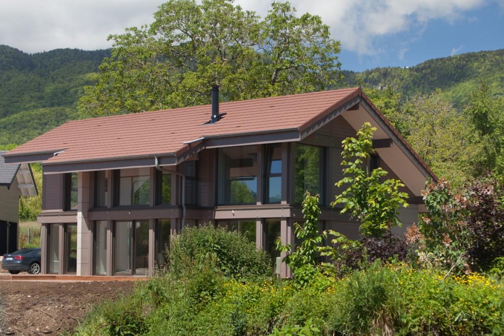 Maison poteaux poutres bois divonne les bains 74 lp for Maison en bois luxe